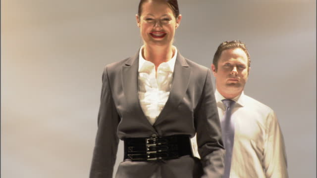 vídeos de stock, filmes e b-roll de cu zo ms businesspeople modeling on catwalk / london, england, uk  - camisa e gravata
