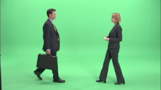 vidéos et rushes de ws, businesspeople passing bundle of money and briefcase to each other in studio - porte documents
