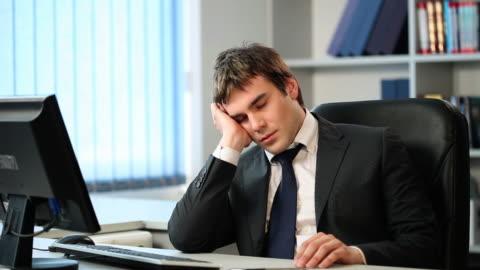 vídeos y material grabado en eventos de stock de negocios-dormitorio - cansado
