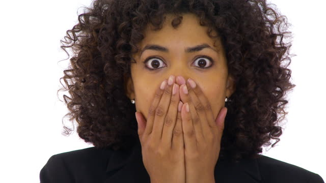 businesswoman acting shocked and worried - schockiert stock-videos und b-roll-filmmaterial