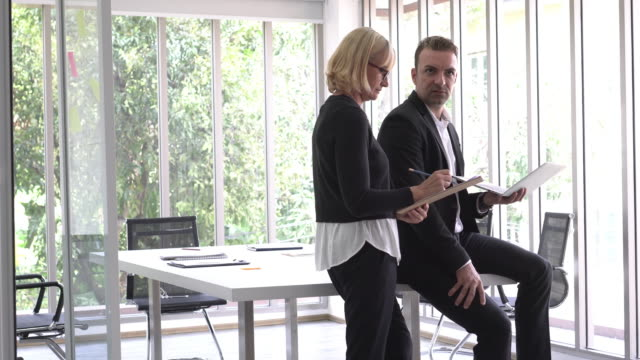 businesswoman and businessman discuss together - formal businesswear stock videos & royalty-free footage