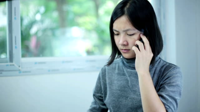 Businesswoman ask call centre about finances