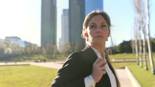 businesswoman commuting to work - argentinian ethnicity stock videos & royalty-free footage
