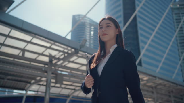 businesswoman commuting to work - east asian ethnicity stock videos & royalty-free footage