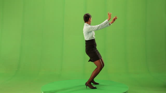 businesswoman dancing  - chroma key stock-videos und b-roll-filmmaterial