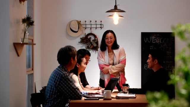 businesswoman discussing with colleagues in office - pendant light stock videos & royalty-free footage