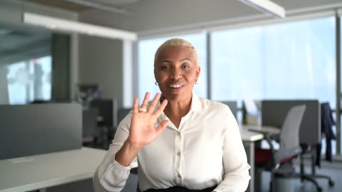 businesswoman doing a video call at work - camera point of view - brazilian ethnicity stock videos & royalty-free footage