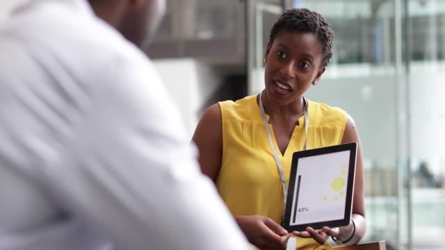 stockvideo's en b-roll-footage met businesswoman in a meeting using a digital tablet - meer dan 20 seconden