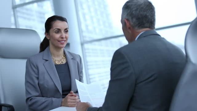 vídeos de stock, filmes e b-roll de ms td businesswoman interviewing for job in corporate office, shaking hands / richmond, virginia, united states - entrevista evento