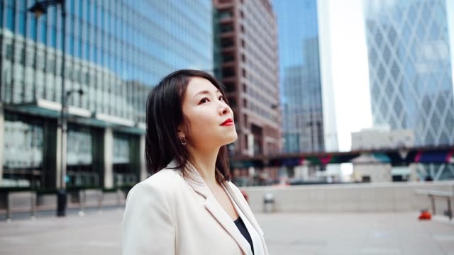 businesswoman looking up inspired in city - suit stock videos & royalty-free footage