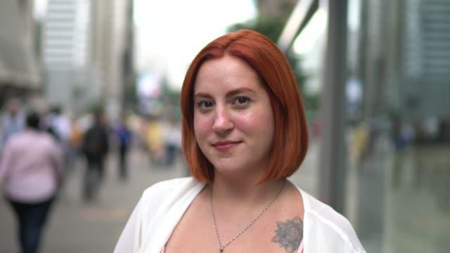 businesswoman portrait at street - alternative lifestyle stock videos & royalty-free footage