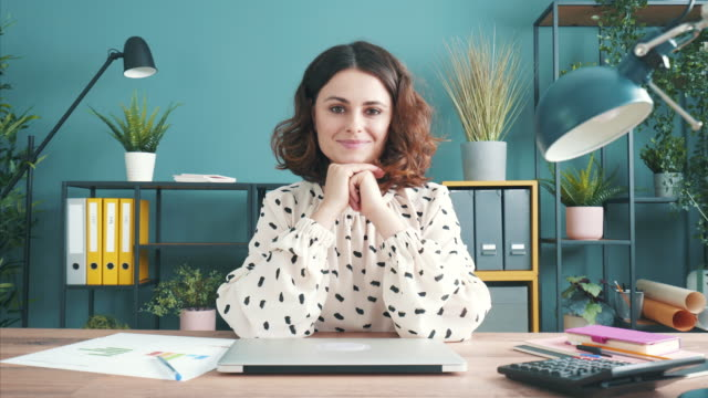 vídeos de stock e filmes b-roll de businesswoman portrait. - empregado
