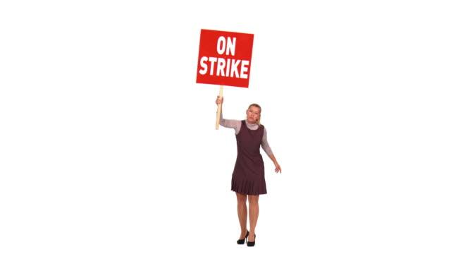 vídeos de stock, filmes e b-roll de hd: empresária protesto - greve