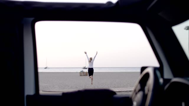 businesswoman running away from car to beach - sun roof stock videos & royalty-free footage