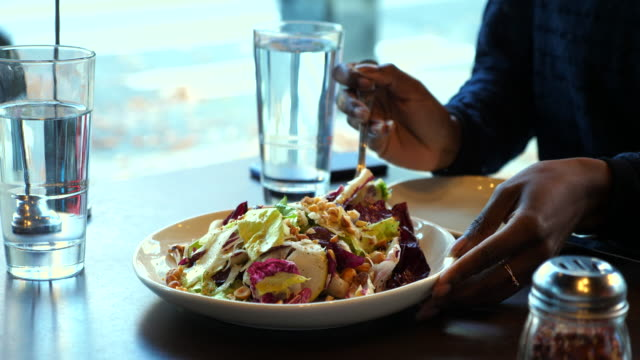 ms businesswoman severing herself salad during lunch in restaurant - healthy eating stock videos & royalty-free footage