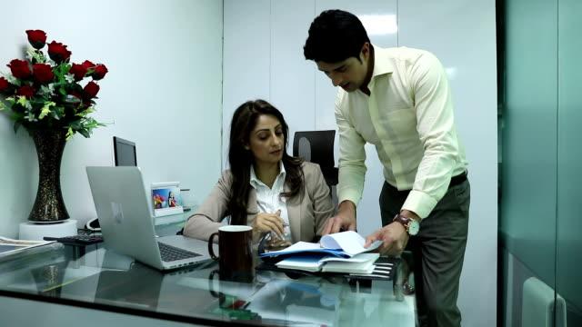 businesswoman signing the agreement file, delhi, india - autorität stock-videos und b-roll-filmmaterial