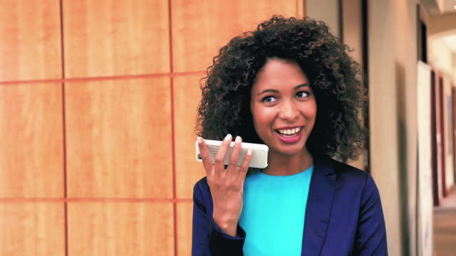 businesswoman talking on phone - konferenztelefon stock-videos und b-roll-filmmaterial
