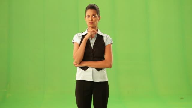 vídeos y material grabado en eventos de stock de businesswoman thinking  - mirar alrededor