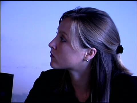 businesswoman typing on computer - organizzatore elettronico video stock e b–roll