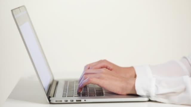 businesswoman typing on the keyboard - typewriter keyboard stock videos & royalty-free footage