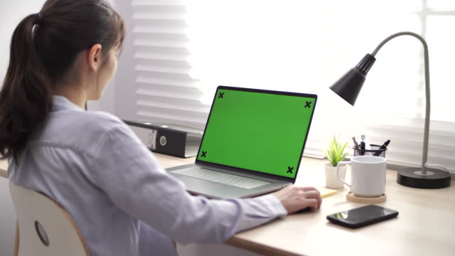businesswoman using chroma key screen laptop computer on desk - moving activity stock videos & royalty-free footage