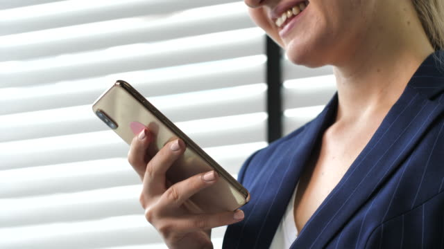 businesswoman using smart phone - receiving stock videos & royalty-free footage
