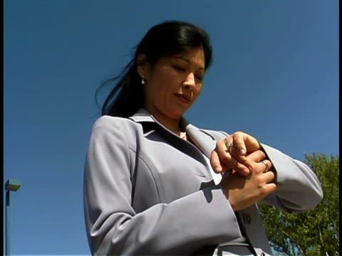 businesswoman waiting - 東洋民族点の映像素材/bロール