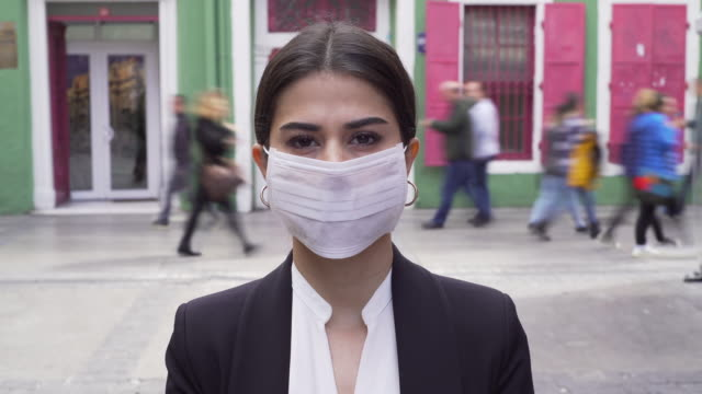 businesswoman wearing a mask - lockdown stock videos & royalty-free footage