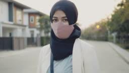 Businesswoman wearing a medicine mask