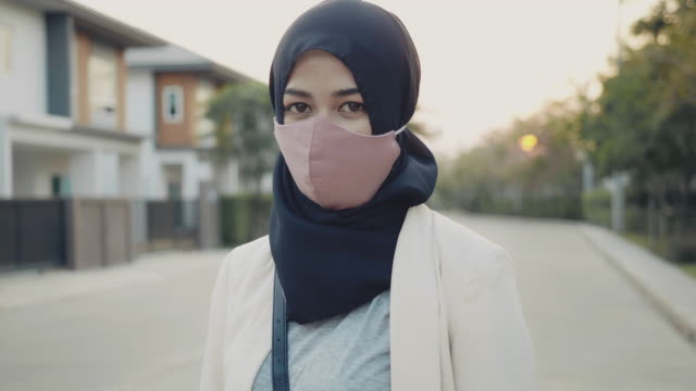 businesswoman wearing a medicine mask - protective workwear stock videos & royalty-free footage