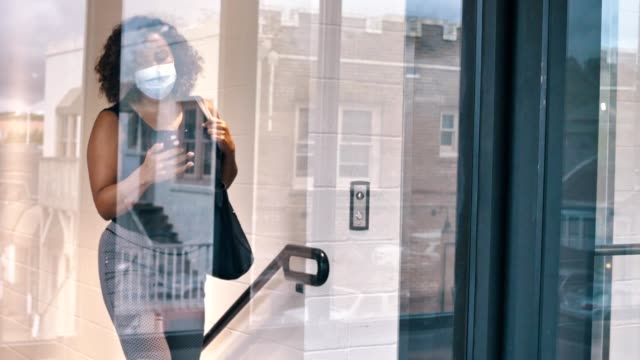 businesswoman wearing protective face mask walks to her office - alertness stock videos & royalty-free footage