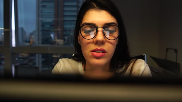 businesswoman working at office - pardo brazilian stock videos & royalty-free footage