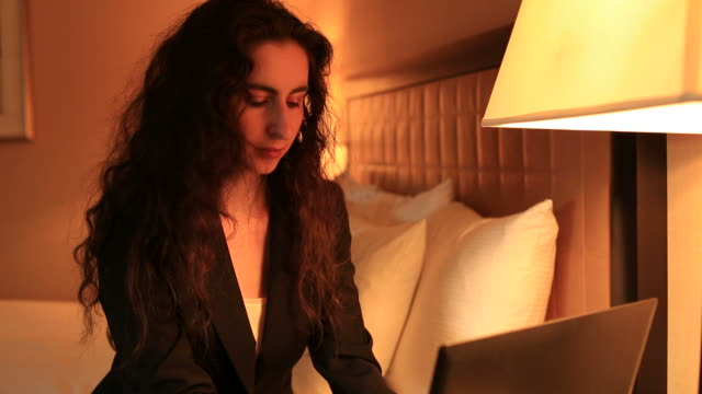 businesswoman working in bed - hot desking stock videos & royalty-free footage