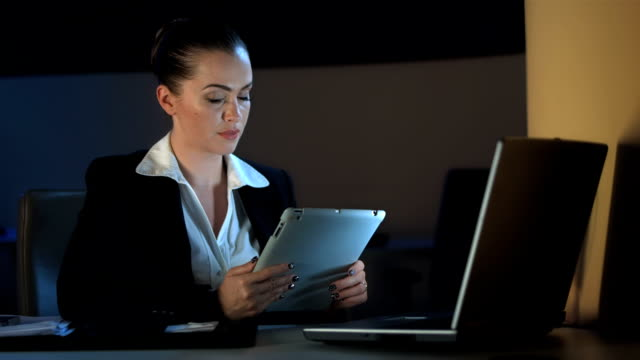 hd: businesswoman working late in the office - sitting stock videos & royalty-free footage