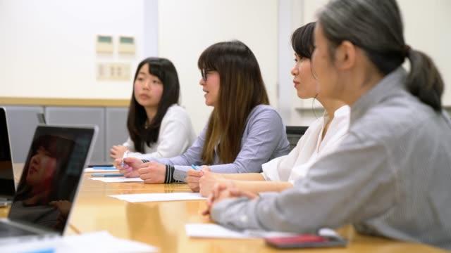businesswomen のミーティング - 雇用と労働点の映像素材/bロール
