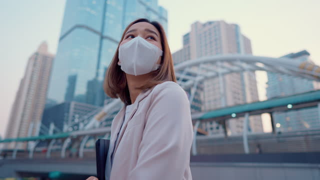 businesswomen wear protective face mask in the city. - pedestrian stock videos & royalty-free footage