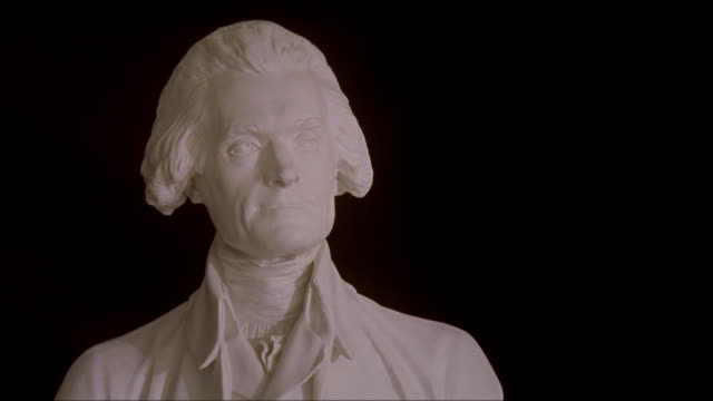 vídeos y material grabado en eventos de stock de cu bust of thomas jefferson at the university of virginia / charlottesville, virginia - objeto masculino
