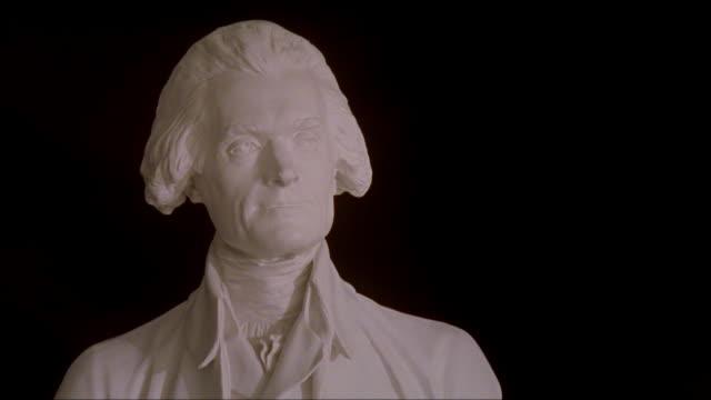 cu bust of thomas jefferson at the university of virginia / charlottesville, virginia - バージニア大学点の映像素材/bロール