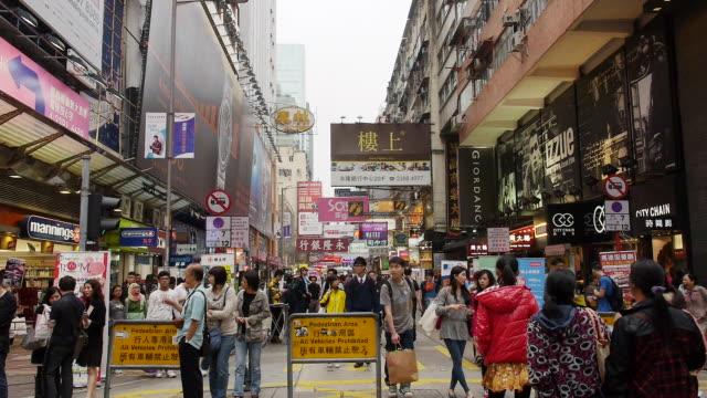 bustling ladies street (tung choi street ), hong kong, china - cultura cinese video stock e b–roll
