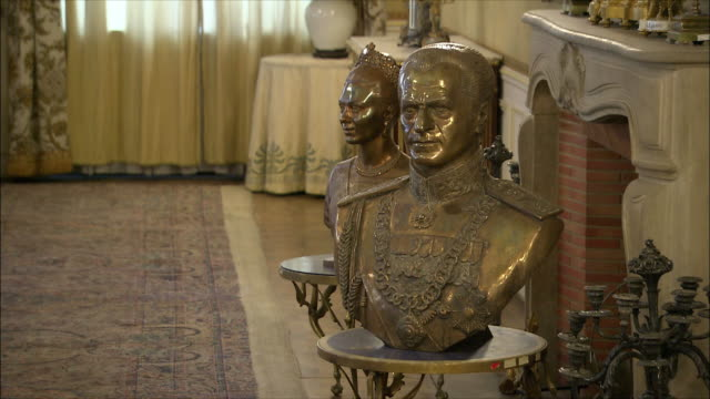 ZI CU Busts of Mohammad Reza Shah Pahlavi, Shah of Iran and his wife Empress Farah in Saadabad Palace, Tehran, Iran