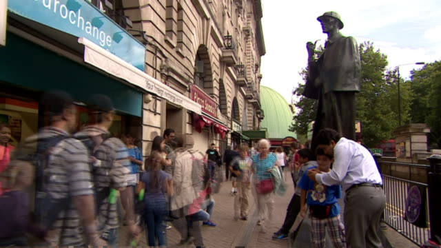 busy baker street scenes around the statue of sherlock holmes - sherlock holmes stock videos & royalty-free footage