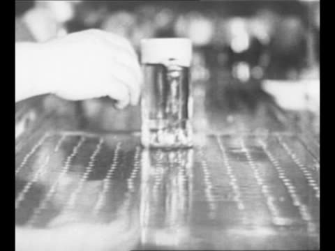 busy bartenders serve men in tavern mugs of beer sit on bar / bartender's hands fill mugs with beer from tap / hand in background pushes mugs of beer... - 禁酒法点の映像素材/bロール