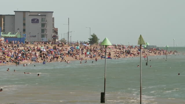 busy beach at southend-on-sea during coronavirus lockdown on a sunny bank holiday weekend - busy stock videos & royalty-free footage