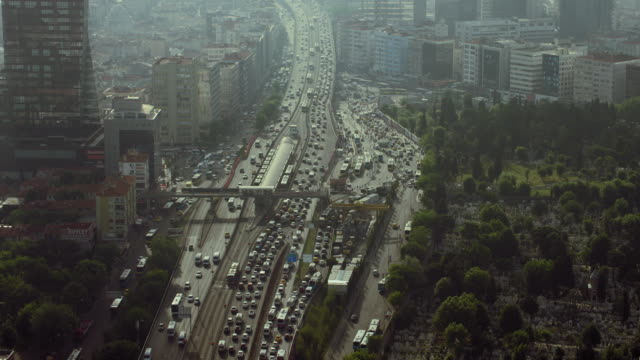vídeos de stock e filmes b-roll de busy bus station in city of istanbul - traffic jam