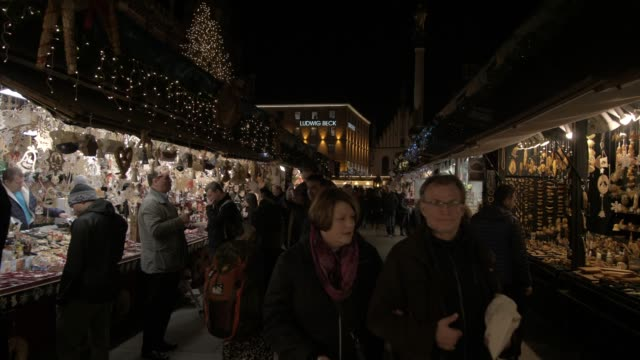 busy christmas market in marienplatz at night, marienplatz, munich, bavaria, germany, europe - street market stock videos & royalty-free footage