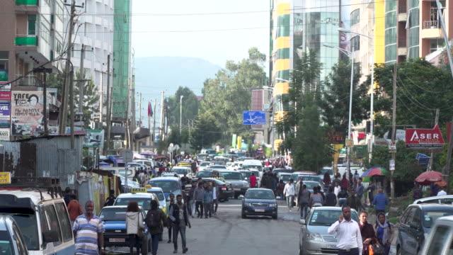 エチオピアの首都アディスアベバの忙しい都市 - アジスアベバ点の映像素材/bロール