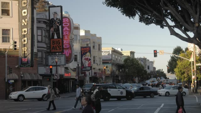vidéos et rushes de busy columbus avenue and clubs signs on buildings in north beach district at sunset, san francisco, california, united states of america, north america - san francisco california