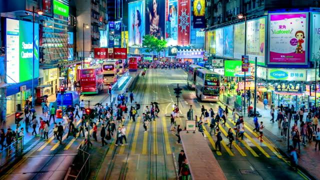 vídeos de stock, filmes e b-roll de ocupado faixa de pedestres - sinais de cruzamento