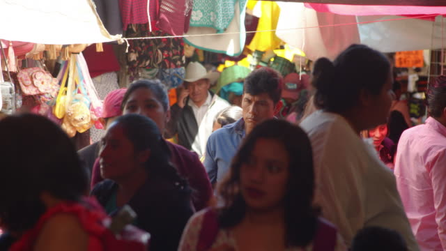 busy crowded clothing market at latin america country. san cristobal de las casas, chiapas, mexico - mexiko stock-videos und b-roll-filmmaterial