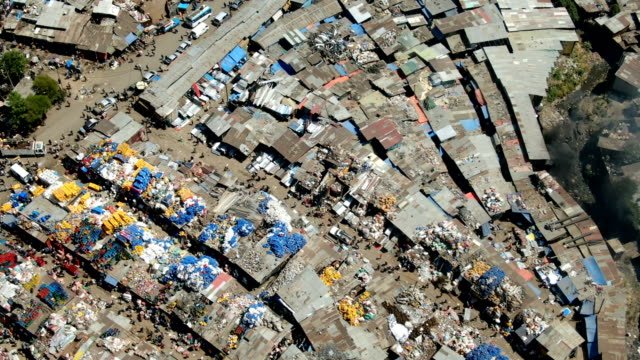 busy day in merkato  outdoor market in the squatter camp with people in the street / vertical aerial view - アジスアベバ点の映像素材/bロール